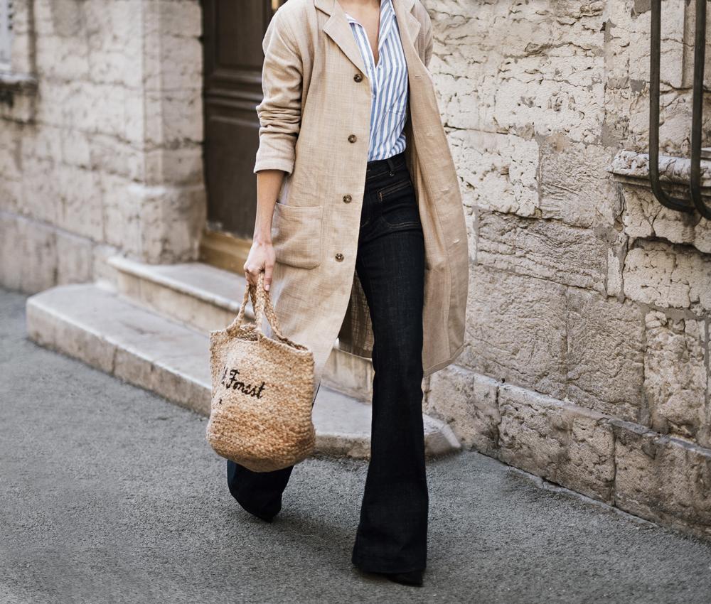 A straw handbag for spring