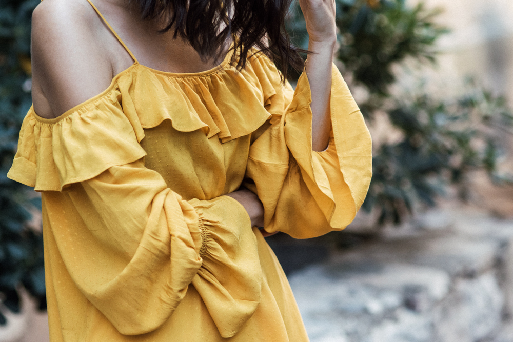 The cold shoulder top that will make your outfit shine
