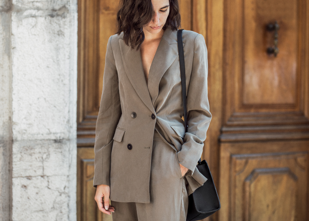 A casual suit for the beginning of fall
