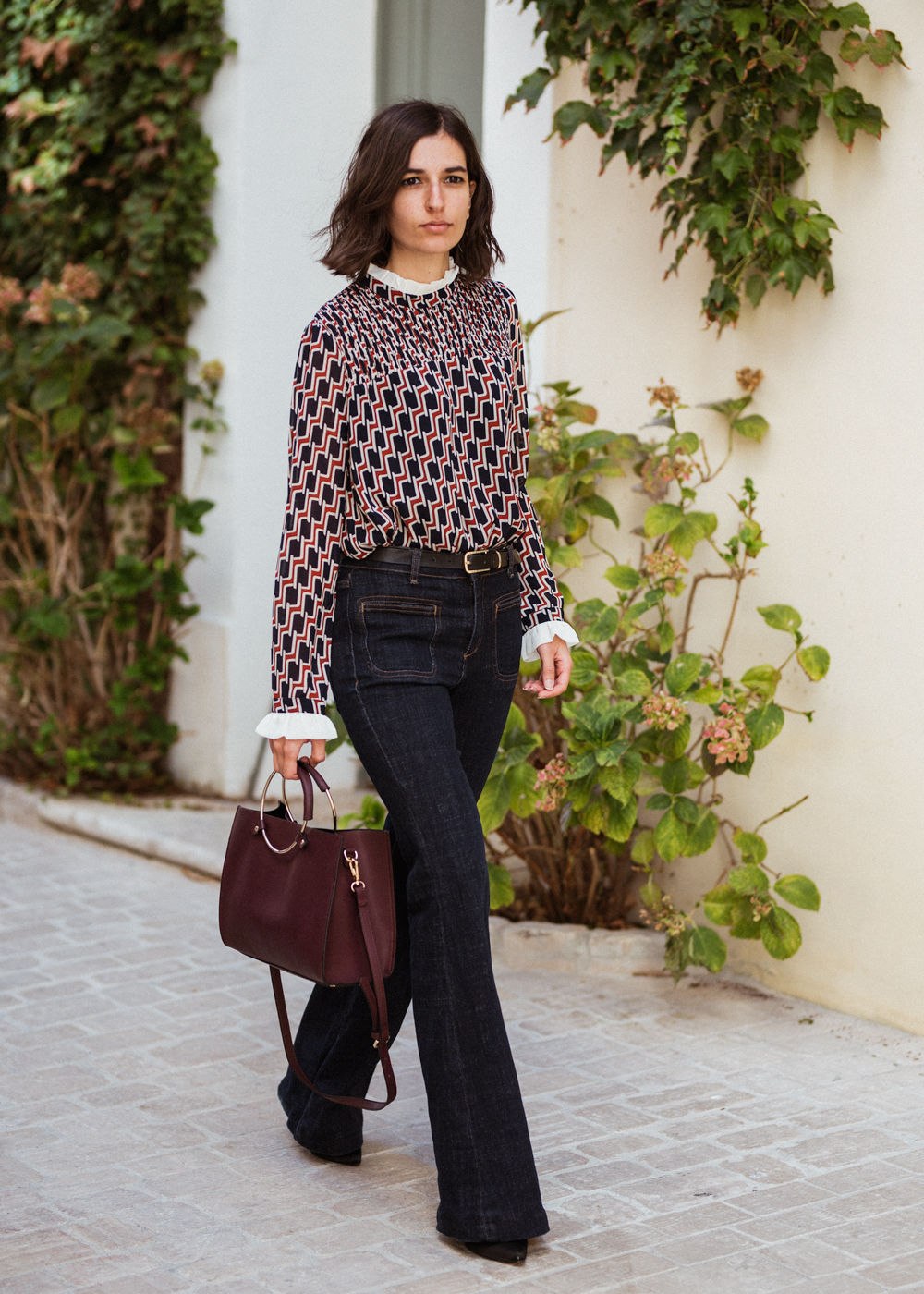 Foolproof classic outfit Retro blouse and flare jeans | Aria Di Bari