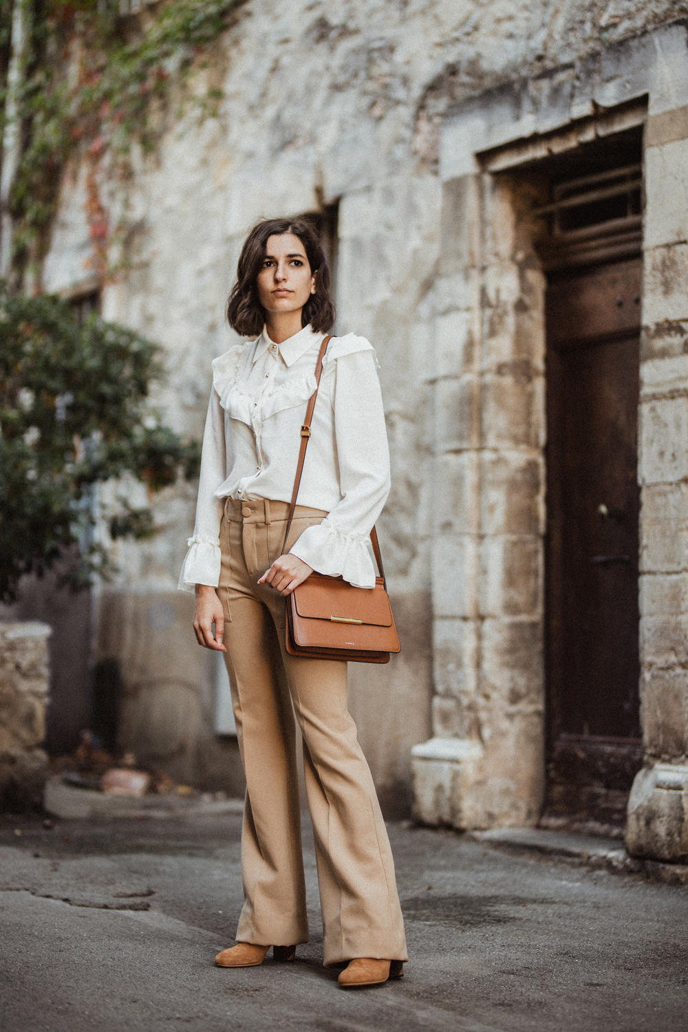 A vintage inspired blouse and beige flare trousers aria for Vintage stuhle gunstig