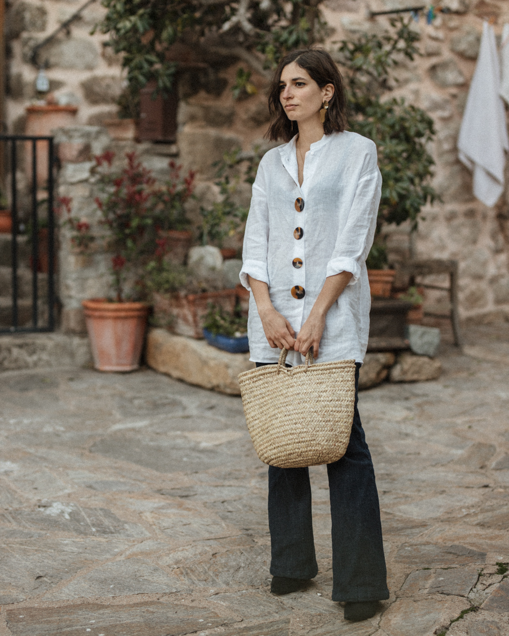 An oversized linen shirt and a pair of flare jeans