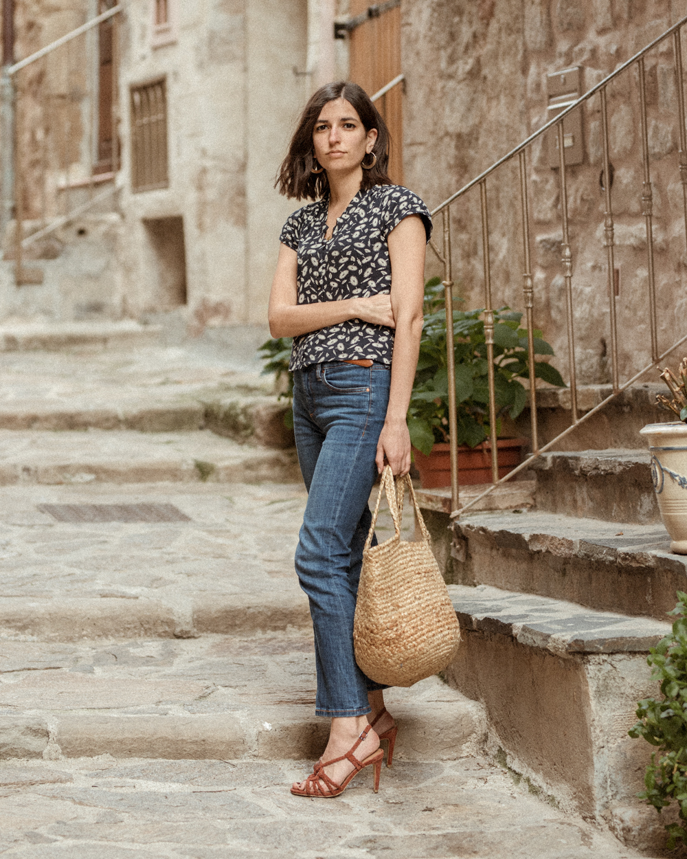 b5c96cf0ed0 vintage-top-blouse-aria-di-bari-french-street-style-fashion-blogger -bocage-mango-stella-forest-summer-spring-outfit-kick-flare-jeans-casual-editorial  (1)